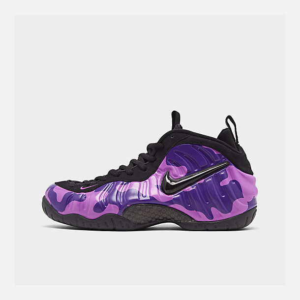 Right view of Men's Nike Air Foamposite Pro Basketball Shoes in Black/Court Purple/Hyper Violet