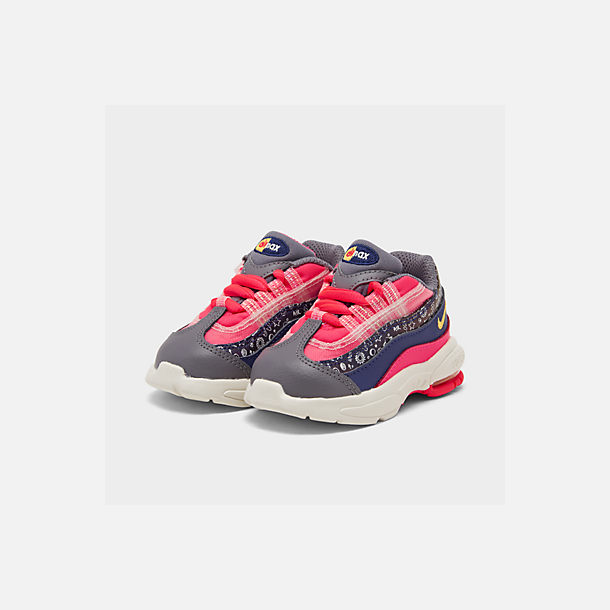 Three Quarter view of Girls' Toddler Nike Air Max 95 SE Casual Shoes in Regency Purple/Laser Orange/Racer Pink
